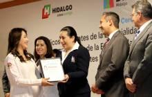 Titular del Sistema DIF Hidalgo asiste a la ceremonia de graduación de médicos residentes3