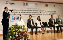 Titular del Sistema DIF Hidalgo asiste a la ceremonia de graduación de médicos residentes4