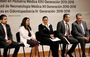 Titular del Sistema DIF Hidalgo asiste a la ceremonia de graduación de médicos residentes5