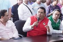 Acude Sinuhé Ramírez Oviedo a entregar solicitud de registro ante el INE5