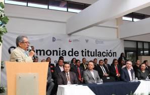 Atilano Rodríguez encabezó la ceremonia de titulación 2
