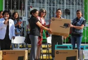 Beneficia Raúl Camacho a preescolar de Pueblo Nuevo con la entrega de equipo de 1