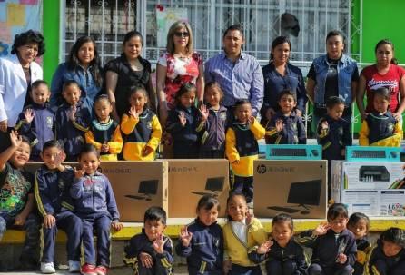 Beneficia Raúl Camacho a preescolar de Pueblo Nuevo con la entrega de equipo de 4