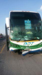 Choque de autobús y vehículo compacto en la México-Pachuca causa la muerte de una persona