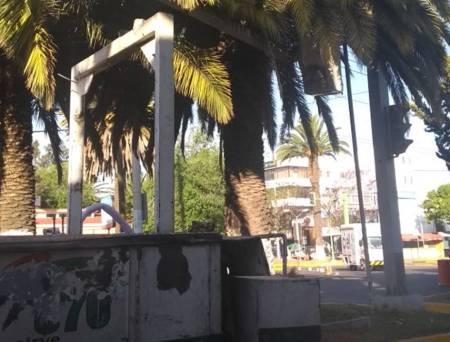 Cierran parcialmente avenida Madero por mantenimiento de camellón.jpg