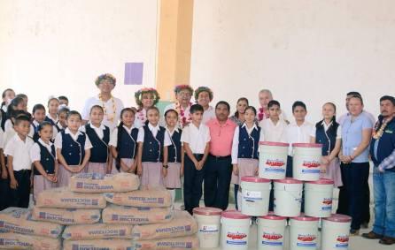 El secretario Atilano Rodríguez entregó apoyos a escuelas de la Huasteca 2