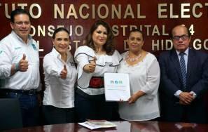 Emilse Miranda Munive se registra ante el INE por Tulancingo3