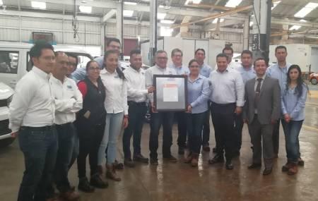 Entrega el IHCE certificados ISO 9002.jpg