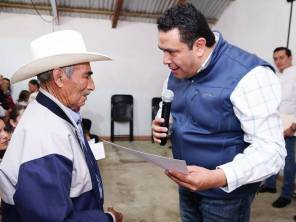 Entrega Leoncio Pineda reconocimientos a militantes del PRI1