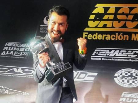 Piloto hidalguense es galardonado por la FEMADAC