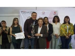 Por segunda ocasión autoridades municipales entregan el Reconocimiento al Mérito a las Mujeres Tepeapulquenses4