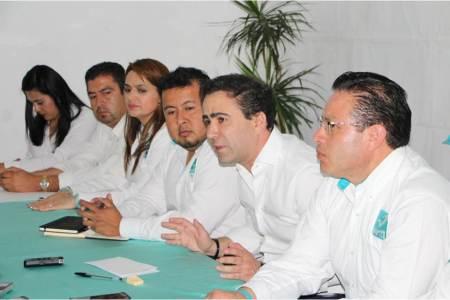 Presenta el PANAL a Alejandro González Murillo como su candidato al Senado.jpg