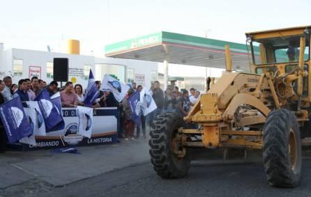 Raúl Camacho da banderazo de inicio a la construcción de pavimentación de concreto en La Providencia5