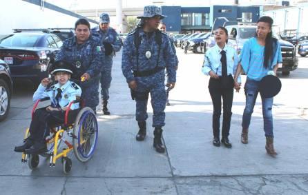 SSPH cumple anhelo de ser policía a menor con discapacidad 5