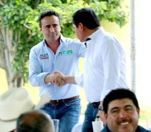 Alex Gónzalez y Osorio Chong refrendan su compromiso con habitantes de Huichapan2