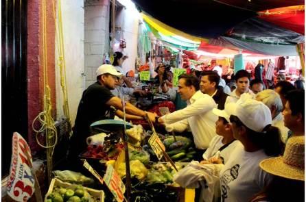 Alex González escuchó las demandas de comerciantes de la zona metropolitana4