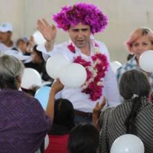 Arropan habitantes de Xochicoatlán a Alex González3
