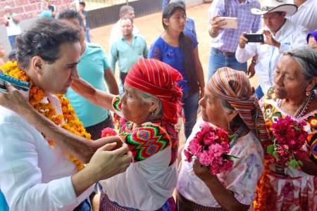 Candidato al senado Alex González recorre municipios de la sierra y huasteca durante primera semana de campaña