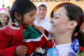 Con ceremonia indígena reciben a Nuvia Mayorga en Acaxochitlán