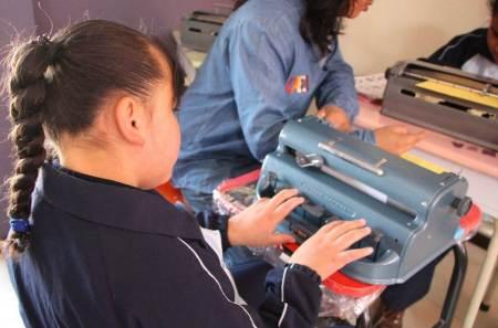 El IHEA edita el primer boletín impreso en braille