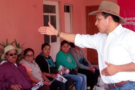 Héctor Pedraza mantiene contacto ciudadano en su región