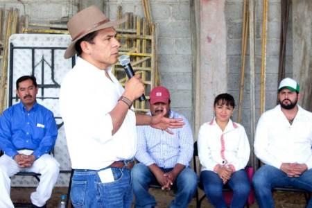 Héctor Pedraza mantiene contacto ciudadano en su región2