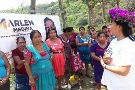 Marlen Medina visitó ya 11 municipios de su distrito con cabecera en Huejutla.jpg