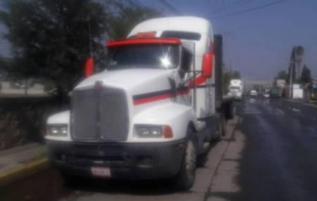 Recuperan en Tizayuca,  tracto camión que había sido robado en el Estado de México.jpg