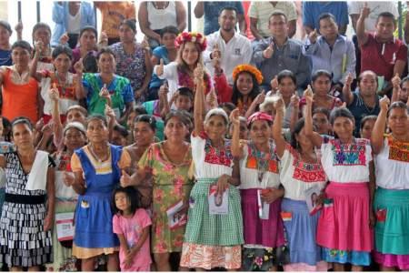 Sayonara Vargas gestionará recursos para apoyar a bordadoras