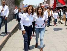 Sylvia López realiza toque de puertas en el distrito que representa1