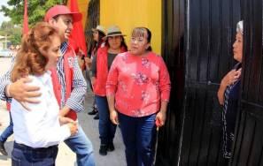 Sylvia López realiza toque de puertas en el distrito que representa5
