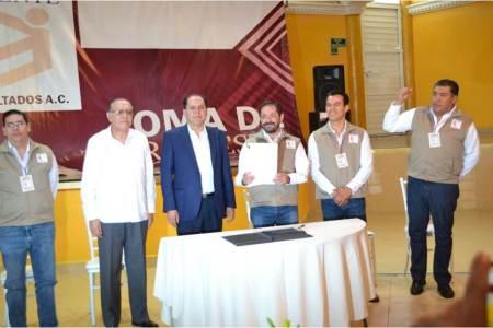 """Toma de protesta a los integrantes de la Asociación Civil """"De Frente y con Resultados""""2"""