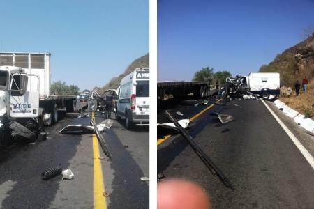 Un herido y daños materiales al registrarse choque entre vehículos de carga que circulaban en la México- Tampico