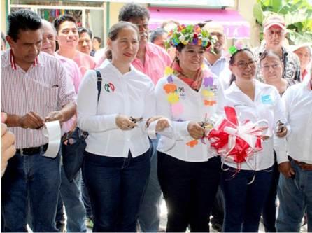 Adela Pérez inaugura casa de campaña3