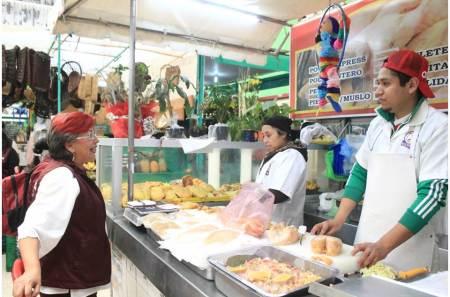 Baja de combustibles beneficiará a consumidores y comerciantes, Corina