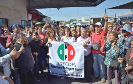 Citlali Jaramillo dialoga con comerciantes de La Barata y de la Central de Abastos1