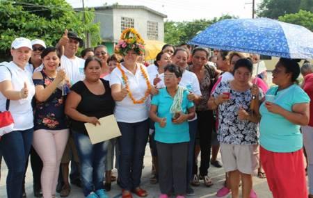 Colonos Orizatlenses ofrecieron apoyo a la candidata Adela Pérez Espinoza.jpg