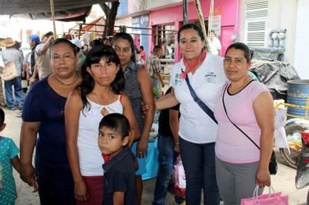 Comerciantes escucharon las propuestas de Adela Pérez Espinoza4