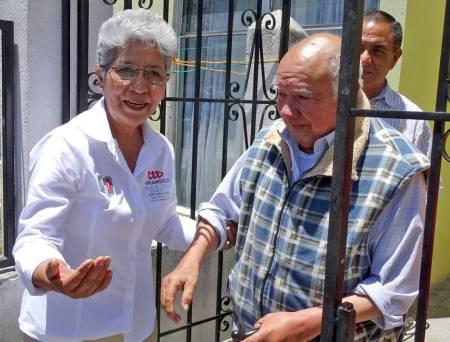 Desarrollo integral de adultos mayores a través de nuevas tecnologías propone Francisca Ramírez