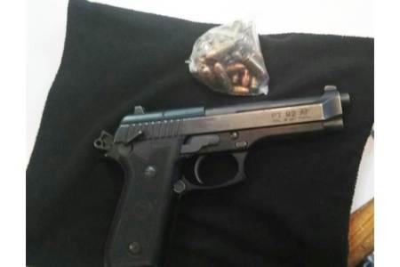 En Tepeapulco detienen a cinco que viajaban en un auto en el que estaba una pistola con 30 cartuchos útiles