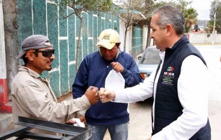 Escucha Sergio Baños a vecinos de San Antonio.jpg