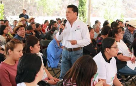 Humberto Calixto presenta 4 propuestas a mujeres y hombres del campo1.jpg