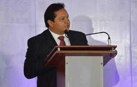 José Luis Espinosa destaca con propuestas claras, en el debate de candidatos locales1