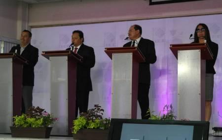 José Luis Espinosa destaca con propuestas claras, en el debate de candidatos locales2.jpg