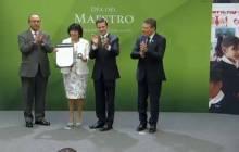 Maestros de Hidalgo recibieron reconocimientos por parte del presidente de la República2