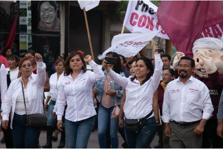 Marchan por la transformación de México en Mixquiahuala