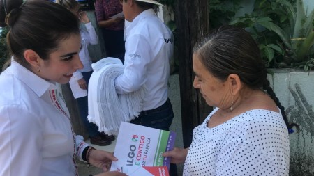 Mejor atención médica y profesionalización constante educativa, compromete Ileana Quijano2.jpg