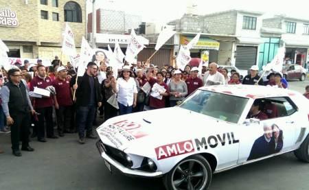Meyer y Rox Montealegre dan banderazo de salida al AMLOmóvil