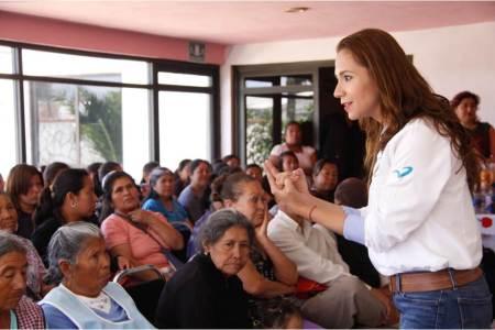 Mi prioridad es legislar por la educación y los maestros, Eréndira Contreras