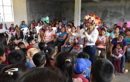 Oportunidades de estudio para todos, propone Sayonara Vargas1